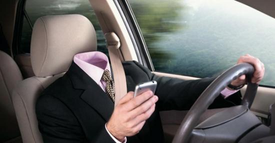 Водители разных стран пользуются SMS-сообщениями за рулем автомобиля
