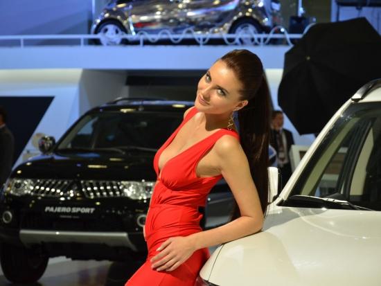 Самые сексуальные девушки мира у машин