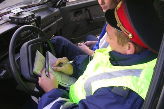 Штраф за парковку на газонах 5000р